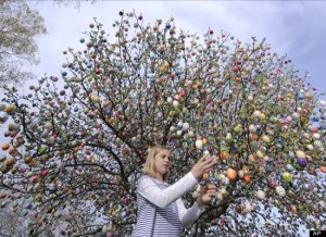 Germany-One.couple.decorated.a.tree.in.their.garden.with.9,800.stunning.eggs-Unique.in.2011.Gregorian.and.Julian calendars designate April 24 as Easter