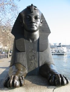 Cleopatra's_Needle_(London)_sphinx_face